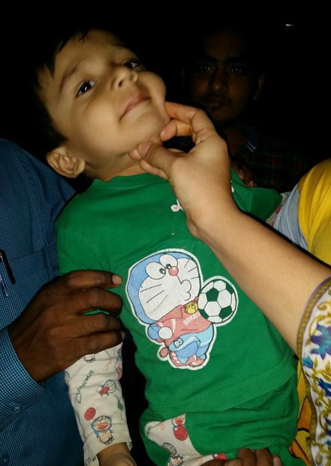 Child found at Goregaon #mumbai. Please call Shabana on +91 9867420909 if you know him. Please RT https://t.co/COUz6Q9PMB