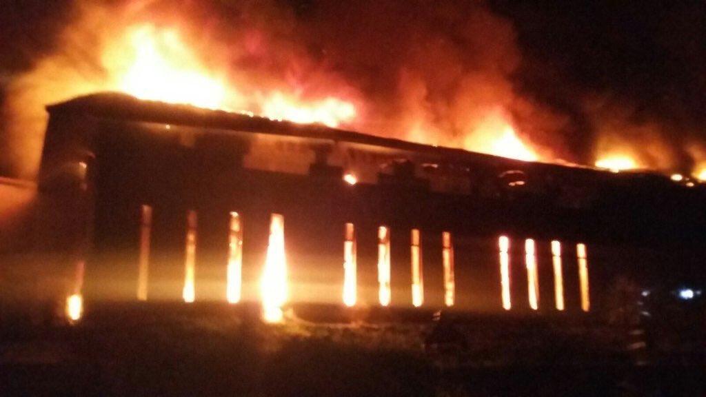 AHORA #OLMUE: Más de 900 personas han sido evacuadas por incendio en Rosa Agustina. Ampliaremos. https://t.co/GtyQdhCL77