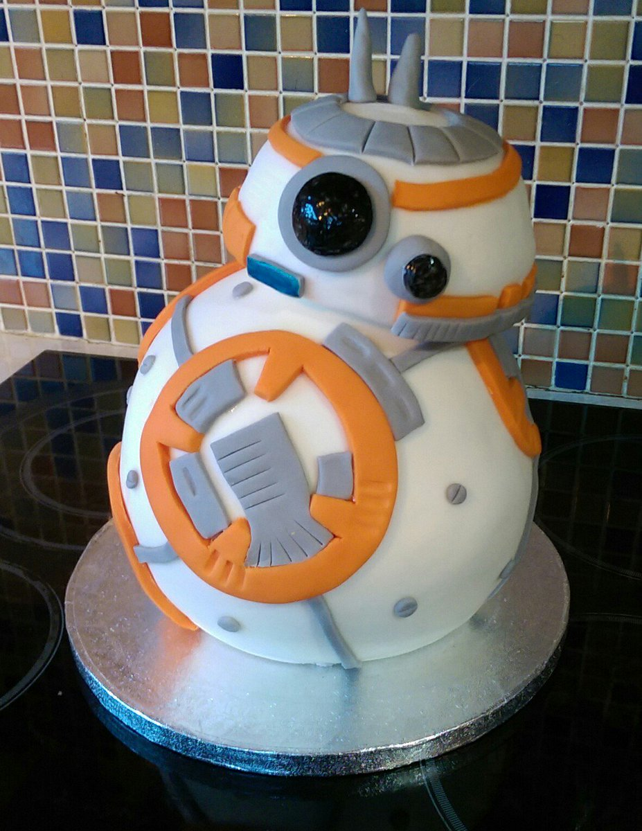My wonderful wife just made this birthday cake for my sons 11th birthday. Amazing, isn't it! #StarWars #BB-8 #cake https://t.co/agiUALKonY
