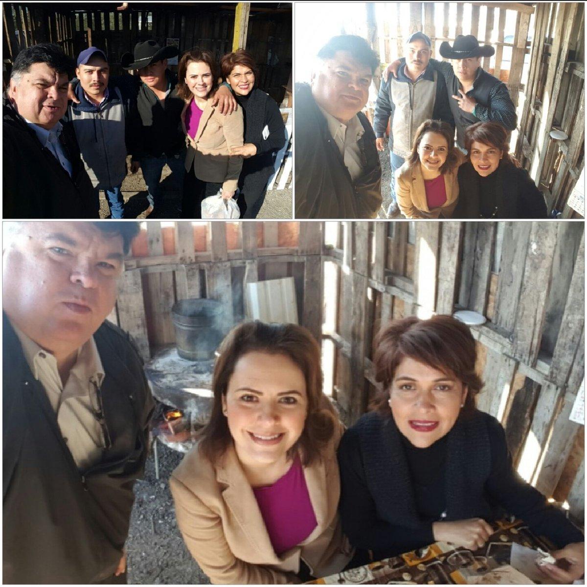Rumbo #Monclova y #Saltillo nos paramos a comer tacos de carnitas en  carretera comunidad San Carlos @HildaFloresE https://t.co/QCe5KuBuZs