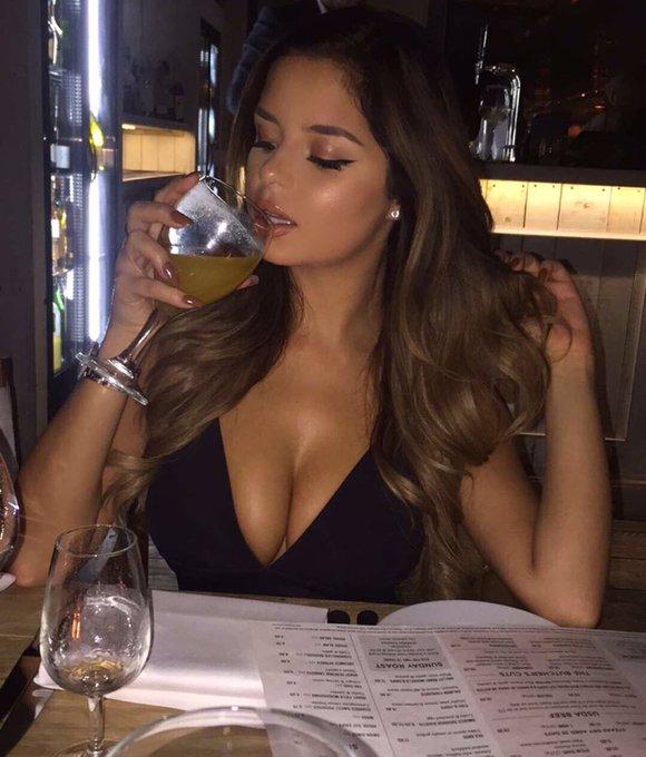 When dinner turns into drinks ? https://t.co/I5snZ5mRTw