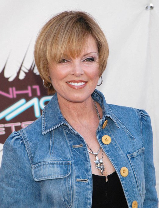 Happy Birthday to the amazing Pat Benatar. I grew up listening to her and still love her!