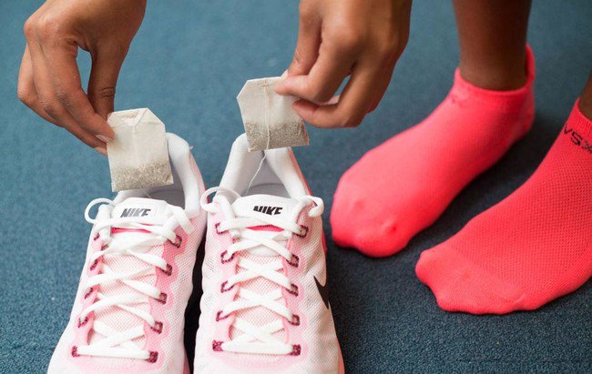 Putting dry tea bags in gym bags or smelly shoes will absorb the unpleasant odor. https://t.co/sJIsqGPwuy