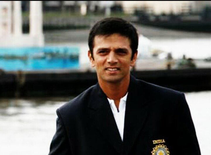 Happy birthday to the man who is the reason why I started watching cricket in the first place.  HBD, Rahul Dravid!