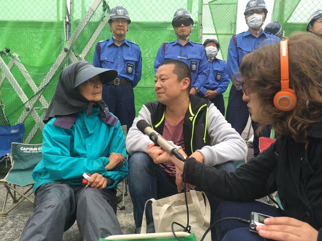 オーストリア国営放送のインタビューアーが「ここに座ることで何か変わるのですか」と81歳の平良悦美さんに質問した。悦美さんは答えた。「地球上に人を殺すことを拒絶した人間がひとり存在した。その事実が歴史に残ります」。涙がこみ上げてきた。 https://t.co/6M2F5ZeHRt