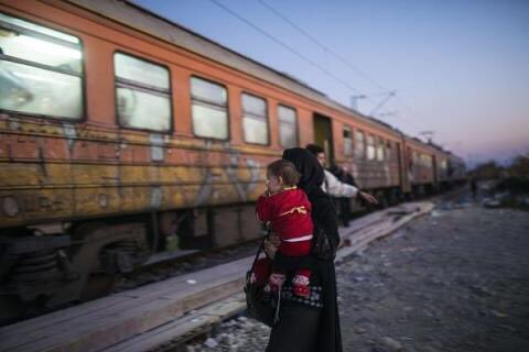 The refugee journey from a women's perspective https://t.co/bUuOwVe7R5 … #refugeecrisis https://t.co/aJPxPYBzDw v @GaurivanGulik