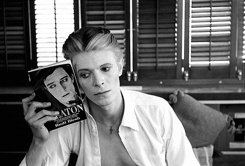 RIP David Bowie, who has died aged 69   https://t.co/GtOqz1Ptp7 https://t.co/E65A3MlNhQ