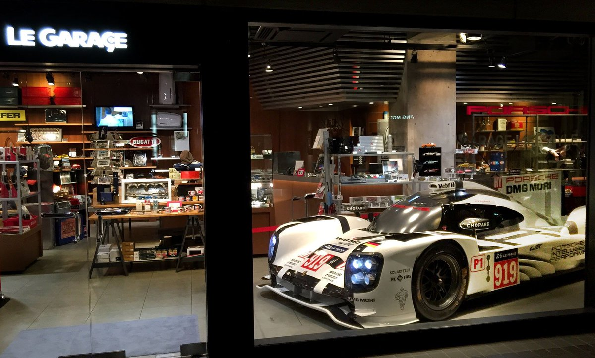 Porsche 919 Hybrid搬入完了!JRPA写真展期間中にAXISビル1階のル・ガラージュ店舗内に展示します。写真展と合わせて、こちらもぜひご覧ください。#LeMansjp #wecjp https://t.co/CxISUU67mo