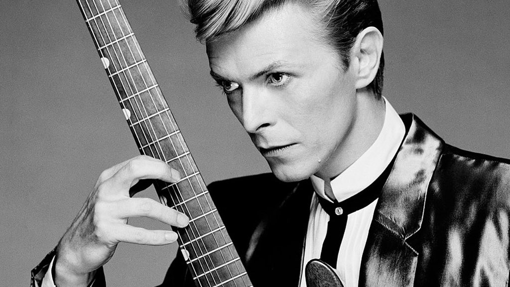 #RIPDavidBowie we lost a legend today. David's gone to Mars. #DavidBowie #legend Thank you. https://t.co/zwZTl8oLUO