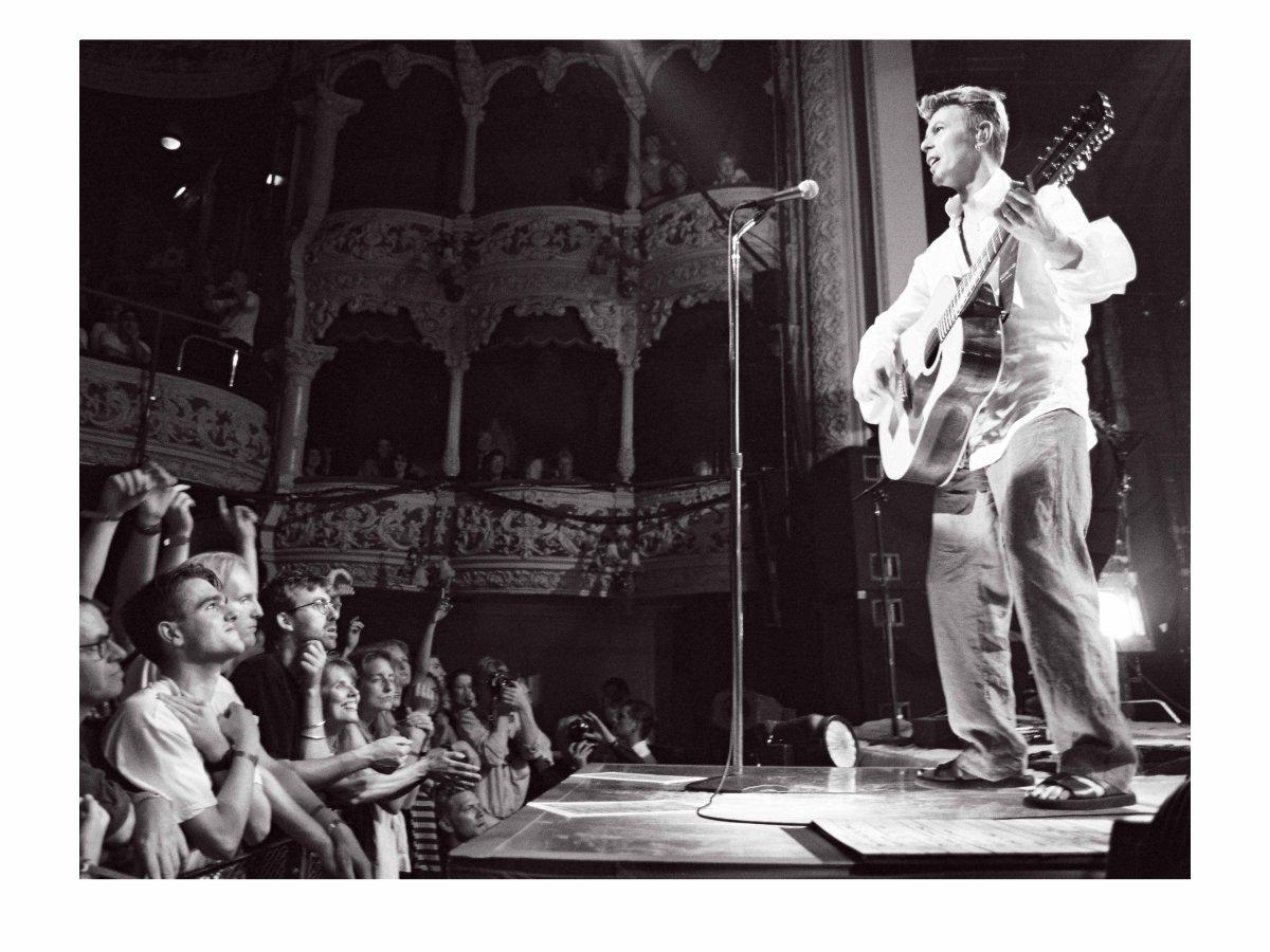 RIP to a true legend @DavidBowieReal. Photo by Kyran O'Brien @kobpix taken in The Olympia in August 1997 https://t.co/K3BUAdVTJa