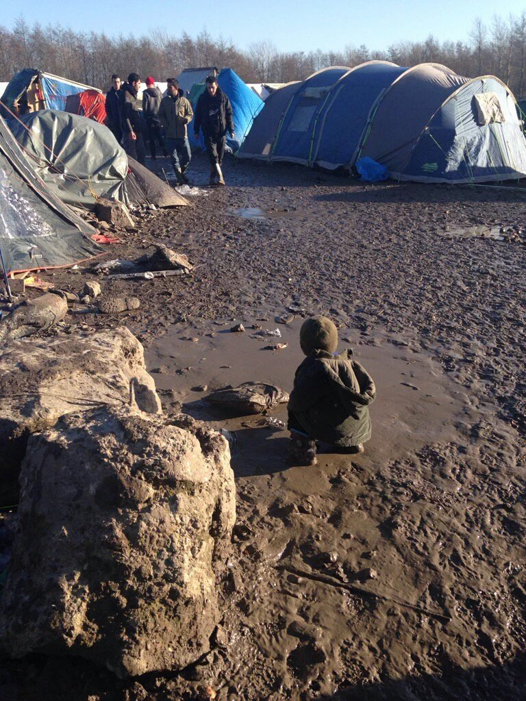 RT @MSF_Sea: Children like to play in the mud, not live in it - #GrandeSynthe, Europe's shame. https://t.co/KTUKOoWwSg