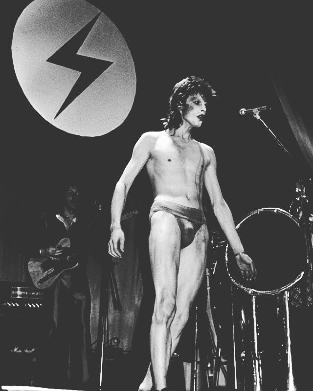 Our beloved #ziggystardust the one who changed everything #DavidBowie ⚡️⚡️⚡️⚡️⚡️ https://t.co/Bl6yiRvJIU