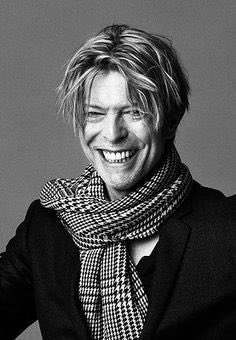 RIP David Bowie .. A message from Joe   https://t.co/LBouC43Uma https://t.co/NjvtwXSRzj
