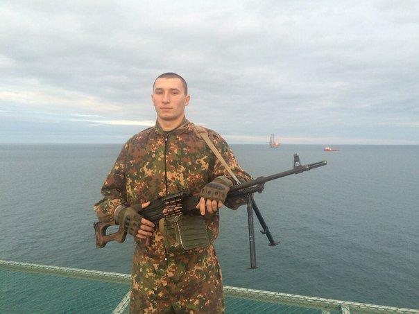 黒海にあるウクライナ企業が保有していた石油プラットフォームが クリミア併合のドサクサでロシア側が分捕り成功 でこの石油プラットフォームにGRUスペツナズがいたことが GRUスペツナズ自身の自撮りで発覚(毎度の何時のパターン https://t.co/chwgRGwJh1