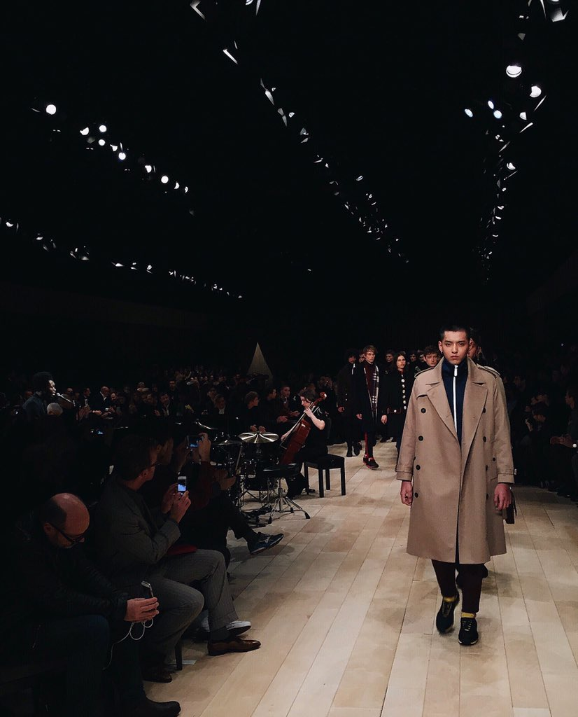 Something Old, Something New, Something Borrowed, Something Blue -  #BurberryShow #LCM https://t.co/2iCXbVmvo1