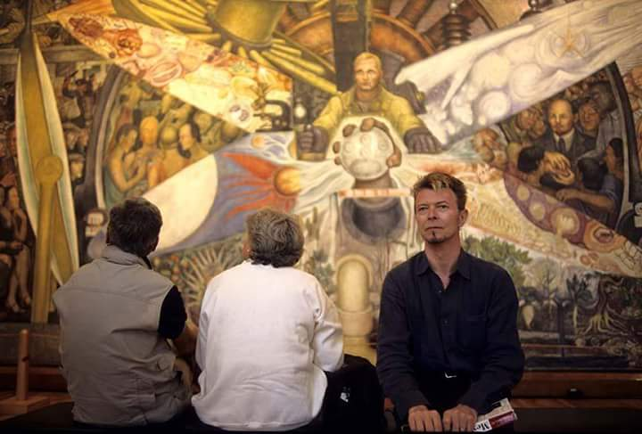 The great David Bowie in Mexico, 1997. / #DavidBowie en el mural de Diego Rivera, Palacio de Bellas Artes, 1997. https://t.co/D4h7JvOxIT