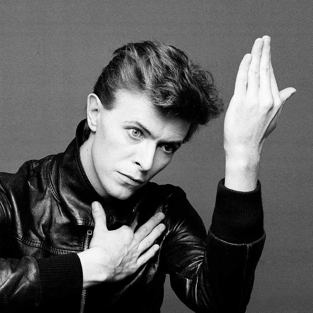 Really never thought we'd live in a world without #DavidBowie. Some people just transcend time & space. ✨ https://t.co/Plj07IPjO5