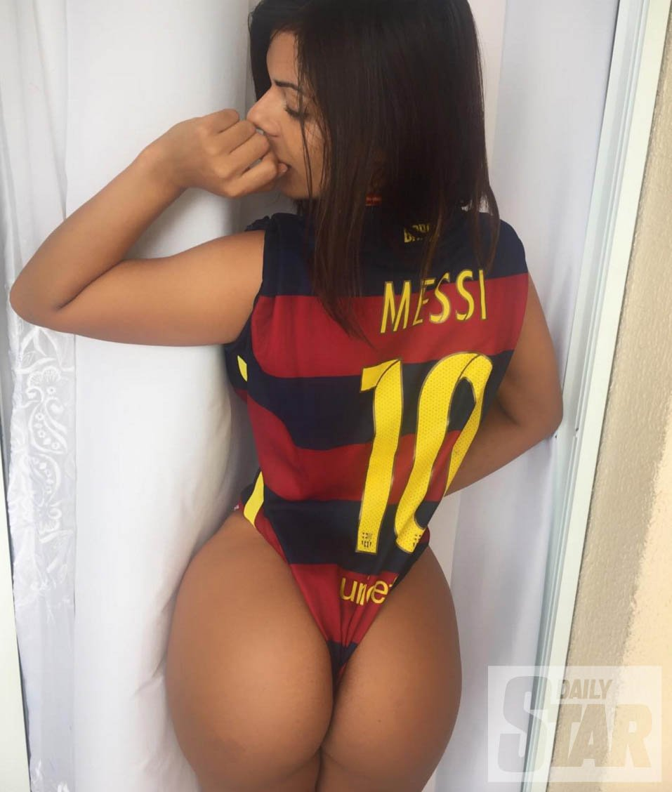 RT @DStarPics: #Messi is @SuzyCortez_'s choice for the #BallondOr   See her sexiest pics : https://t.co/4CGQlRkwYP https://t.co/nLqGtDPJIW