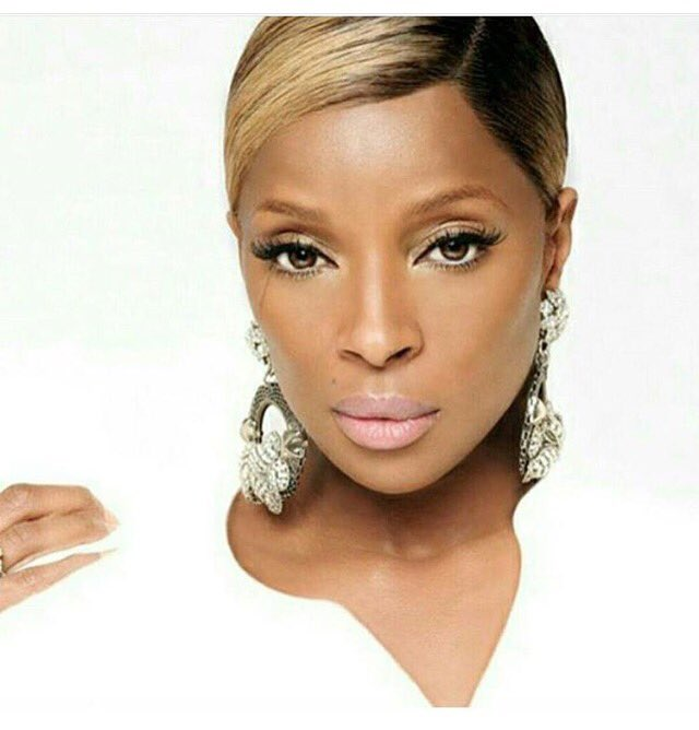 A Happy Birthday to Mary J Blige. 45 years old today.