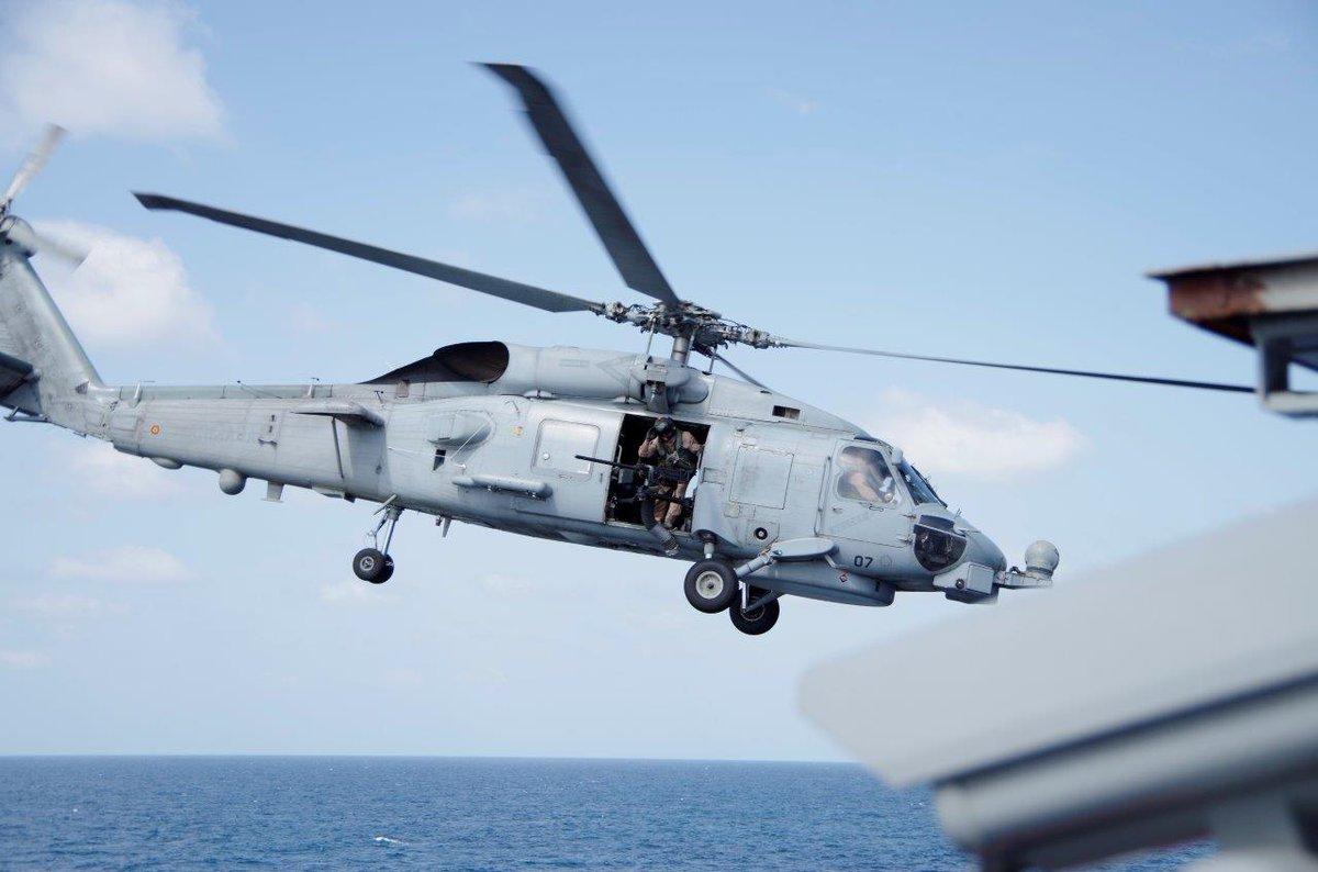 Elicottero 007 : Prime operazioni di volo con elicottero sh60 bordo nave carabiniere