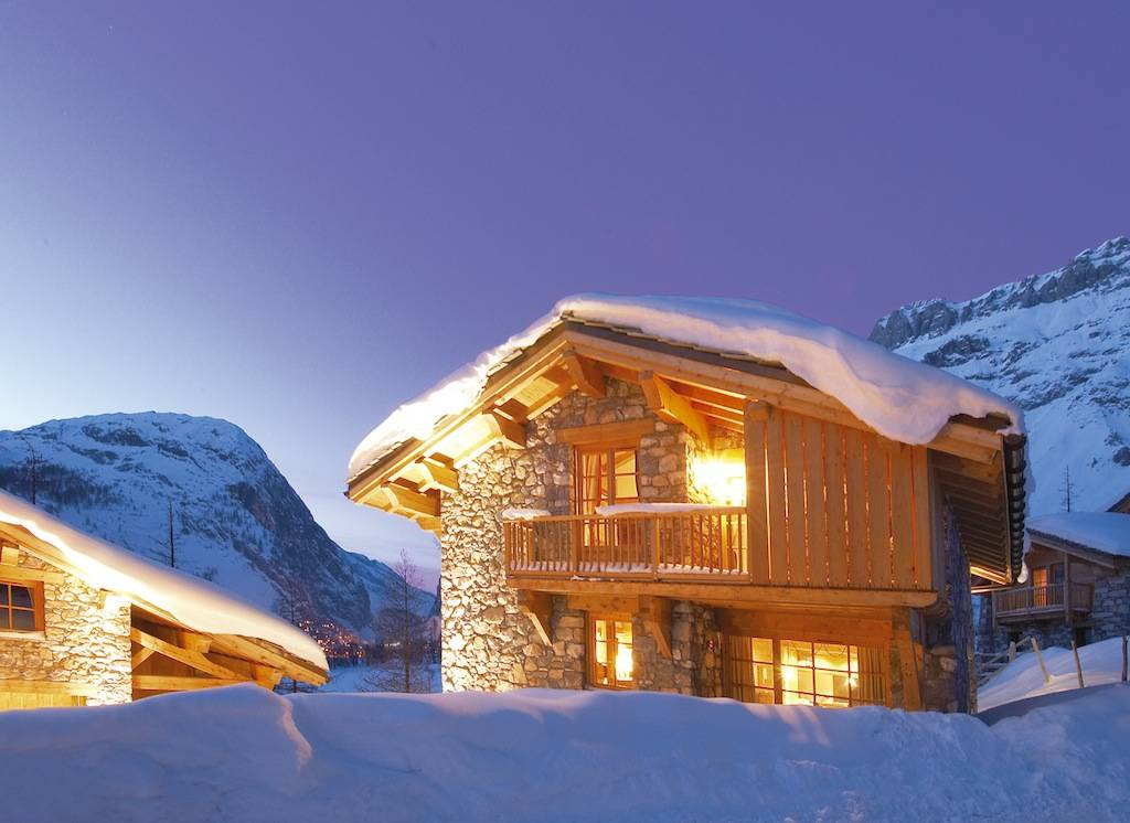 places we'd rather be: cozied up in this @VIP_SKI chalet in @valdisere RIGHT! NOW!: https://t.co/GVmlCJ9H9c https://t.co/w989MGwWnW