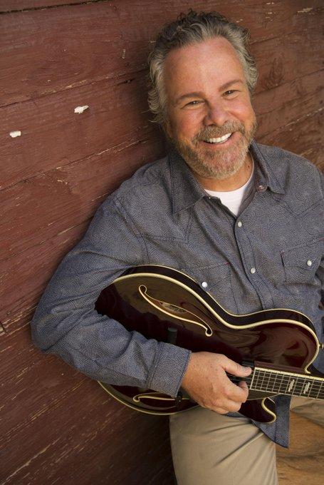 Wishing a very happy birthday to Houston native singer-songwriter Robert Earl Keen!