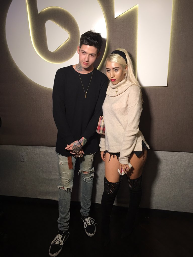 tune in now to #beats1request @KALIUCHIS @travismills https://t.co/zB8EoVsW7M