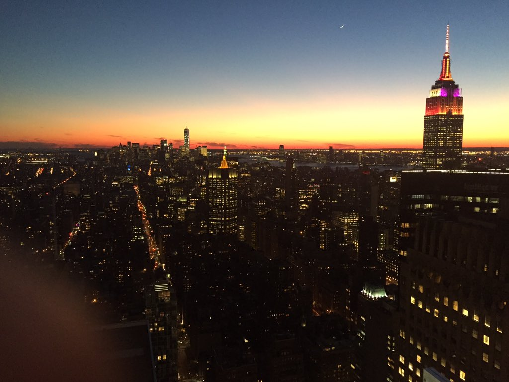 Sunset, from Chrysler Bldg. Take 2. Love this City.  @EverythingNYC https://t.co/5eu3LUYgbF