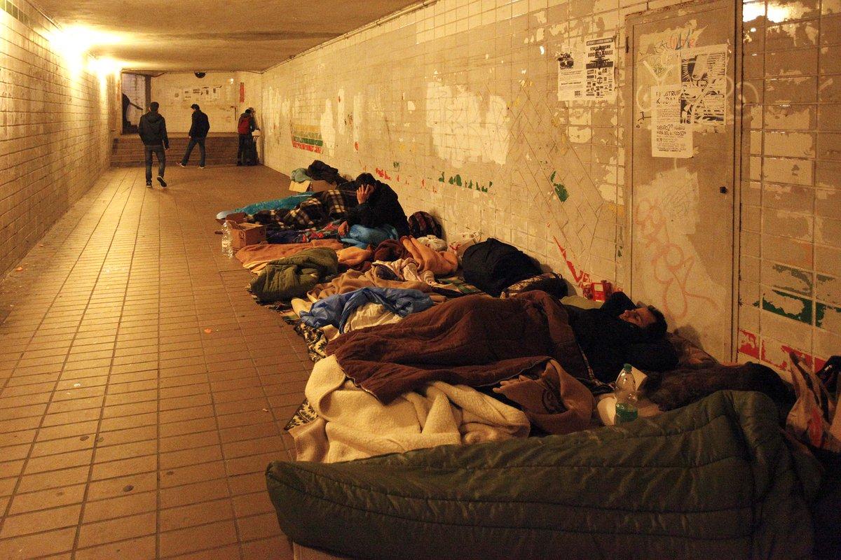 #Trieste #Migranti Cacciati dal Silos 15 disperati s'accampano nel sottopasso della stazione https://t.co/Q7NuGBXg9d https://t.co/MaIwaeg78f
