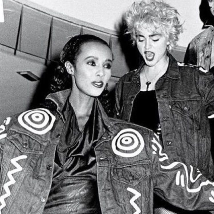With the beautiful Iman. David Bowie's stunning and gracious wife raising money for Aids back in the day! ❤️ https://t.co/aZM9QRlEwY