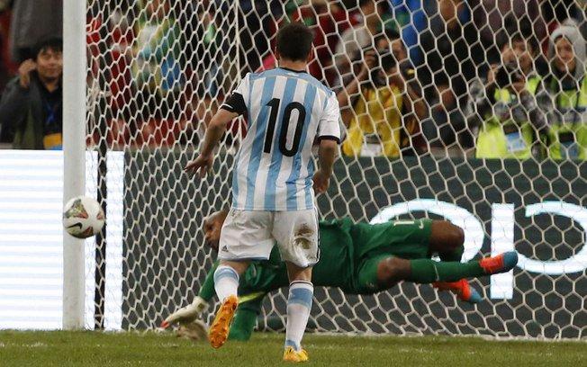 Parabéns, Messi, 5 vezes o melhor do mundo. Mas isso não basta para superar o melhor goleiro do mundo! #Jefferson https://t.co/vOY9lSLKC4