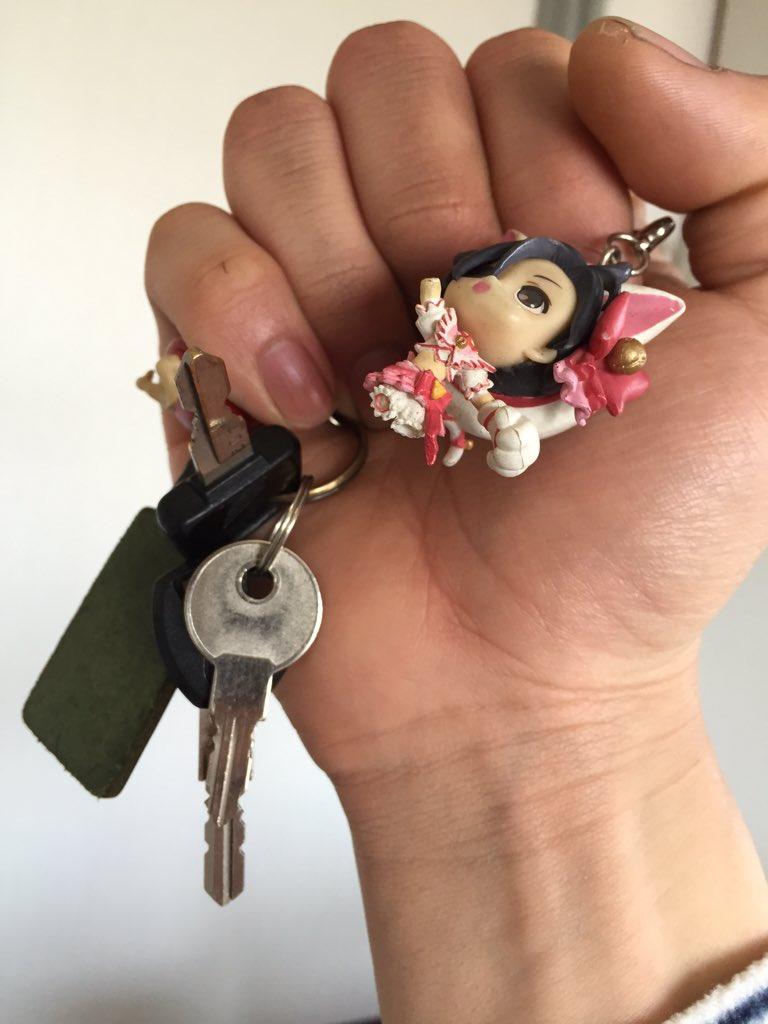 凛子の脚が折れて可哀想な事になってしまい、替わって今年からカブのキーには左折センセー( @sasetsu_HG  ) のデコメガネちゃんが付いて回ります。 https://t.co/8NAM90PQ7U