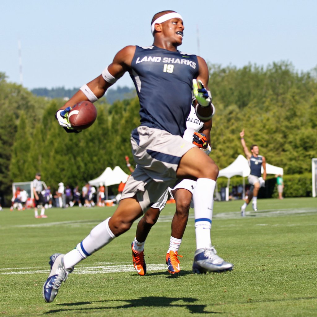 "OJ Howard's testing #s from @TheOpening in 2012: 6'5.5"", 221 4.49 40 4.31 shuttle 34"" vertical 124.23 rating https://t.co/ihk4S6VDGc"