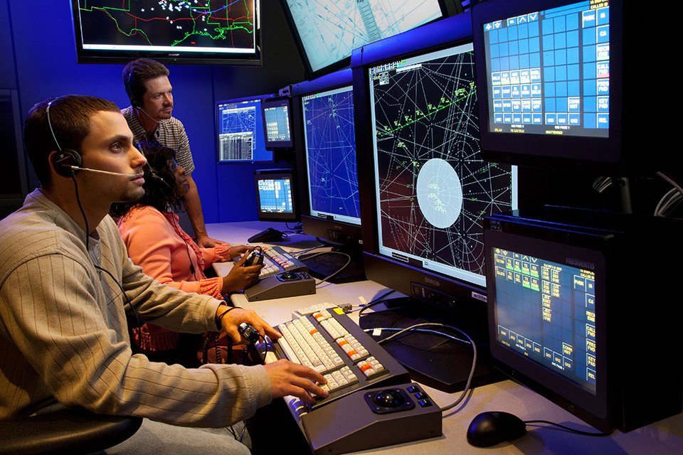 RT @USDOT: Proud to have exceeded 2 key Agency Performance Goals in FY14-15 w/@FAANews