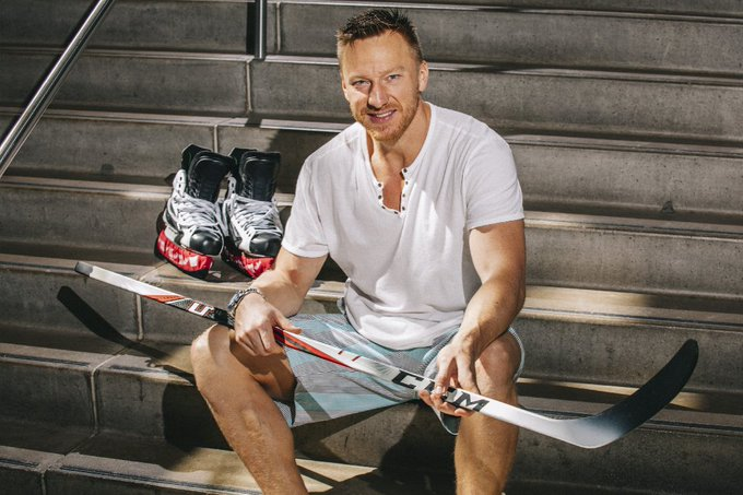 Happy 37th birthday to Marian Hossa! He seems ageless. What\s his secret? Maybe Kit Kats:
