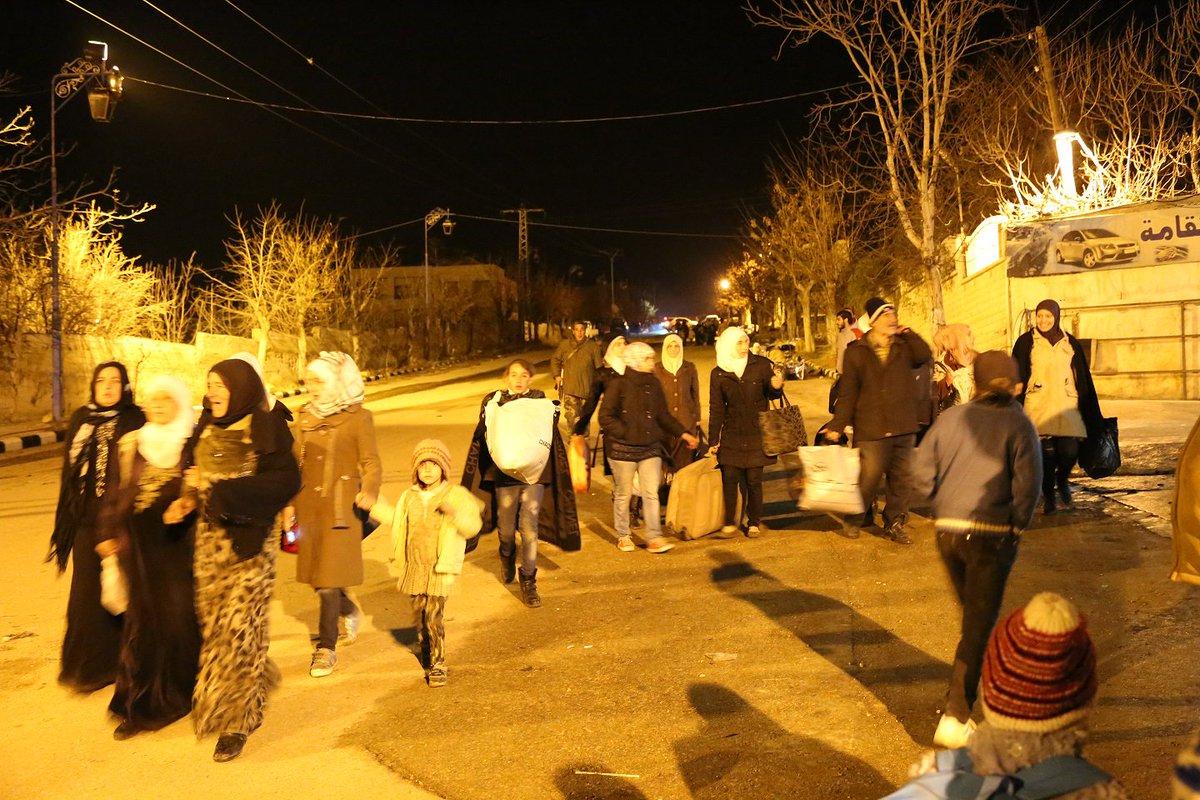 صور من #مضايا بعد تفريغ قافلة المساعدات الإنسانية والغذائية فجر اليوم https://t.co/NjTLIUrYzh