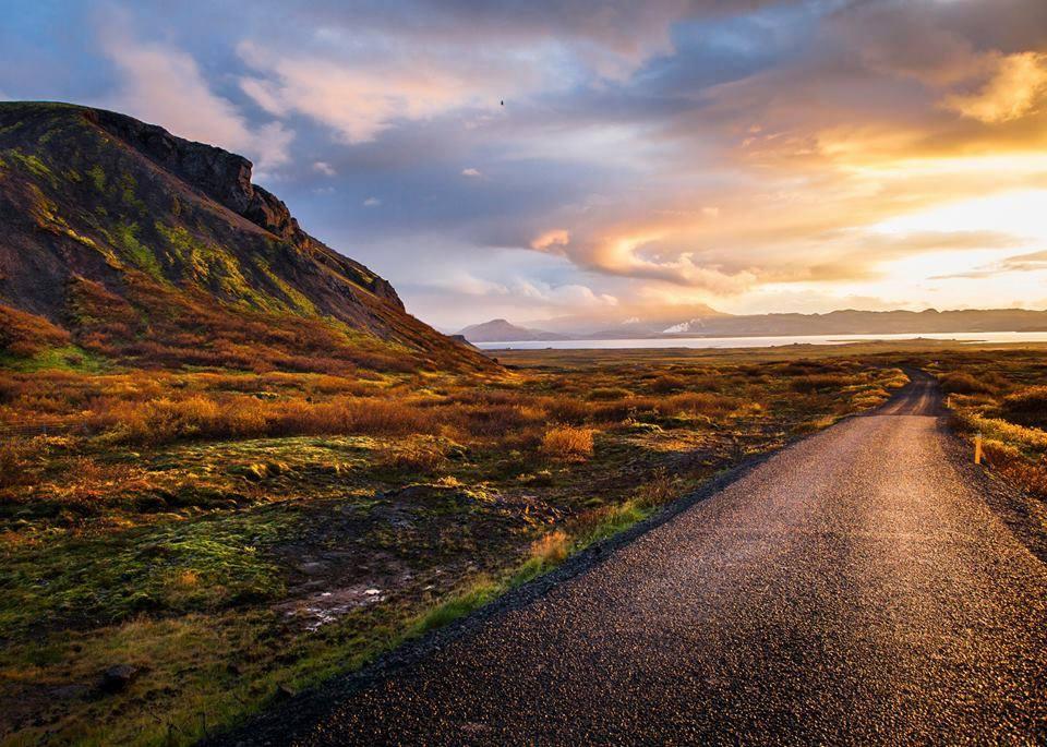 Più fissiamo questa foto, più sogniamo un nuovo viaggio. L'alba è il momento migliore per #partire. #Buongiorno https://t.co/l7mPuCB5cn