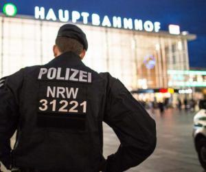 test Twitter Media - RT @sftnews_ru: Неписаные правила отношения к мигрантам для европейских полицейских https://t.co/POh9ZC61TP https://t.co/8zRNmJS3ZH