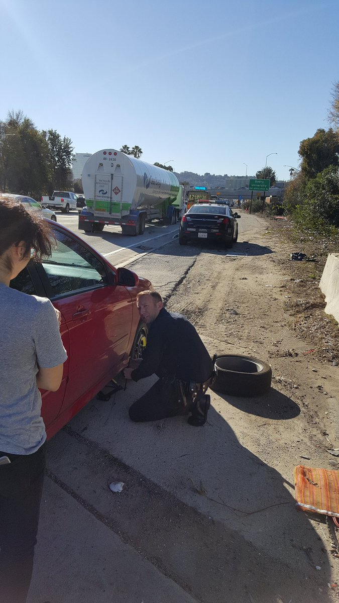 Thank you LAPD Officer Sands for changing this woman's tire in 405 fwy traffic @LAPDWestLA #latraffic #MyDayInLA https://t.co/uKmr3UPeI9