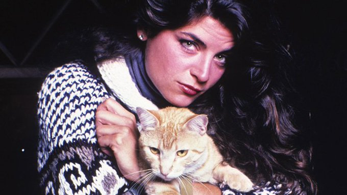 Kirstie Alley loves cats! >^..^<  Happy Birthday, Kirstie!