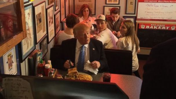 """Enjoy your burger, racist,"" woman shouts at Donald Trump in New Hampshire diner https://t.co/KTscv4zlRb https://t.co/j7C6HJeten"