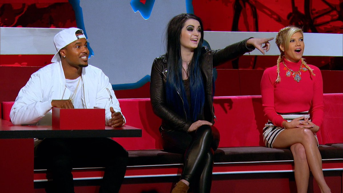 This week on #Ridiculousness we have @RealPaigeWWE on the couch! Don't miss her episode Thursday at 10/9c on @MTV https://t.co/Sw1oqSzJPc
