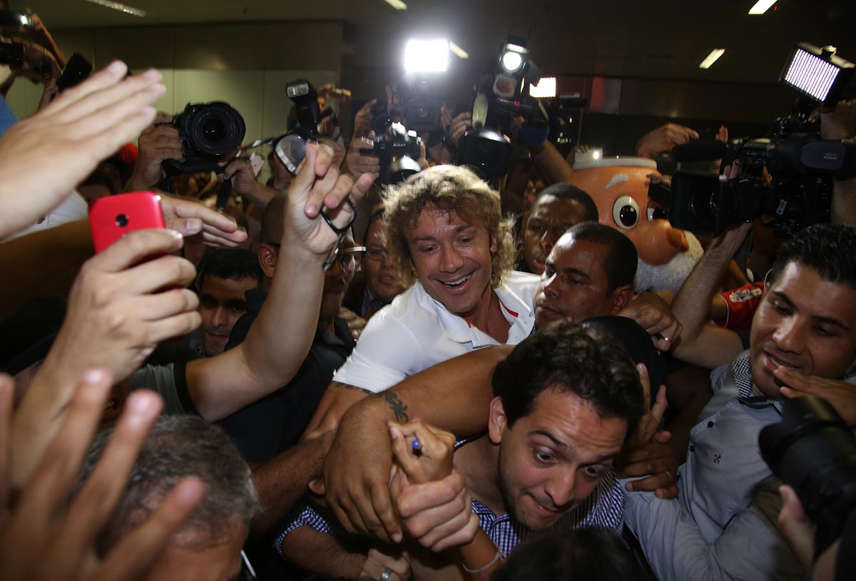 RT @SaoPauloFC: FOI INCRÍVEL! Nos braços da torcida!   https://t.co/pIeSzK6paX https://t.co/JW5Hkwc1Gn