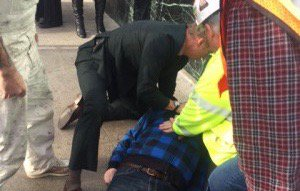 Life-saving moves at #jpm16: @athenahealth CEO @Jonathan_Bush gives CPR to man on street. https://t.co/8bhvfTt5RA https://t.co/w63aUoOvkB