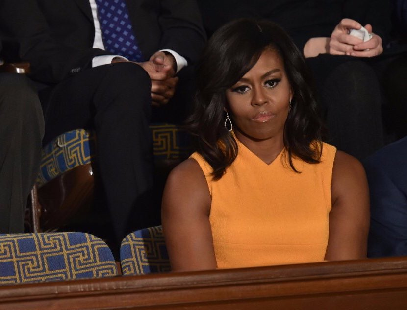 Michelle Obama sits next to an empty chair in remembrance of those whose lives were lost to gun violence #SOTU https://t.co/TF1fo09KtV