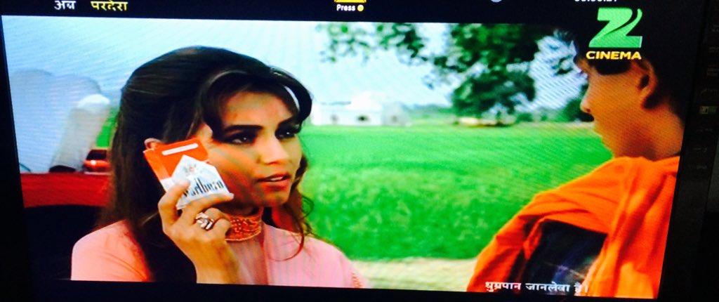 They ran धूम्रपान जानलेवा है when poor Ganga was only giving an anti smoking speech. #Pardes https://t.co/7UKxwhPLDR