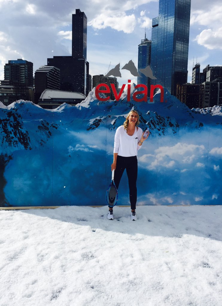 40 degrees and I'm playing tennis in snow. With @evianwater on the rooftop @CrownResorts #FrenchAlpsPurity #AusOpen https://t.co/8ktpa1sWP4