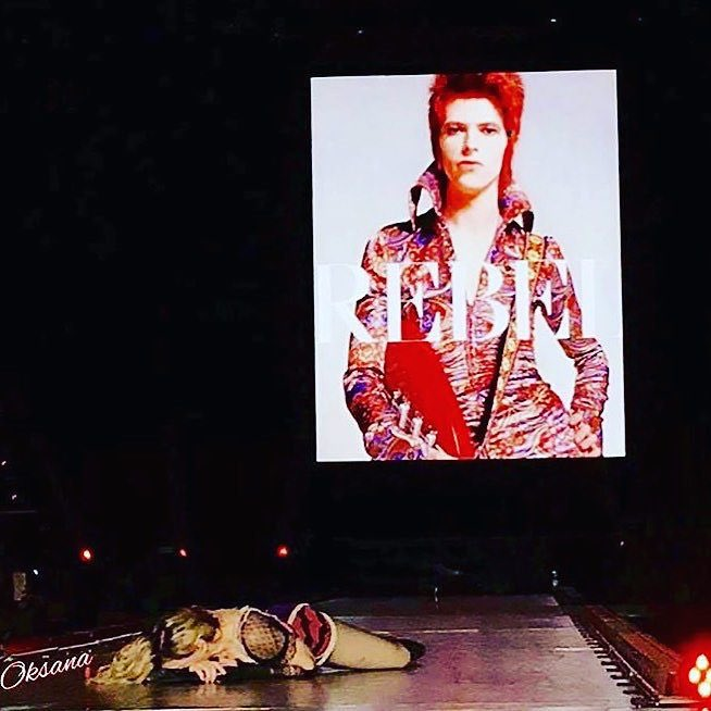Paying Tribute to My Favorite Rebel.❤️! In Houston‼️ Thank you!..........David Bowie. ❤️#rebelhearttour https://t.co/9n3aQhOmpx