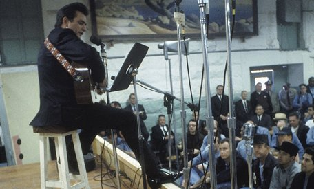 #ThisDayInMusic 1968, Johnny Cash played at Folsom Prison. 'Folsom Prison Blues' became 1 of his most famous songs. https://t.co/l10oUP3jGa