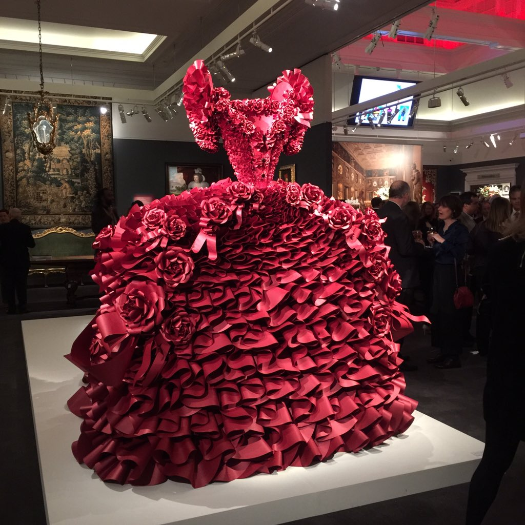 Now that's a dress. At the Great British Brands launch #greatbritishbrands @Sothebys @CountryandTown https://t.co/rgxf962oVL